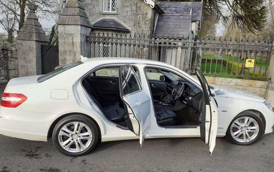 classic-wedding-car-limo-hire-ireland-17
