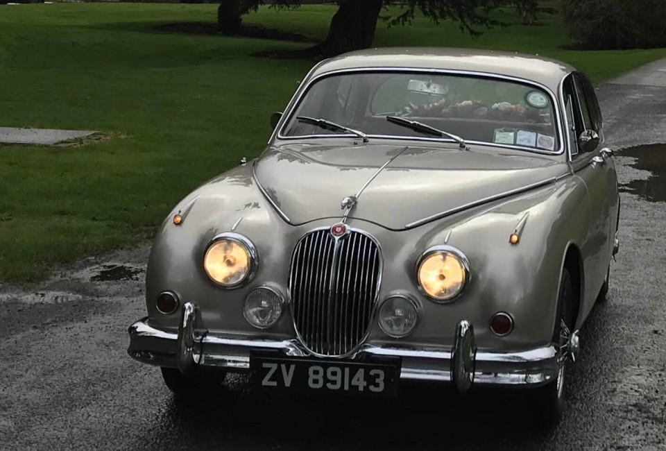 classic-wedding-car-limo-hire-ireland-9